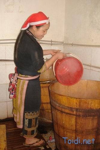 Tắm lá thuốc dân tộc Dao đỏ