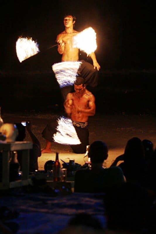 Fire Show tren dao