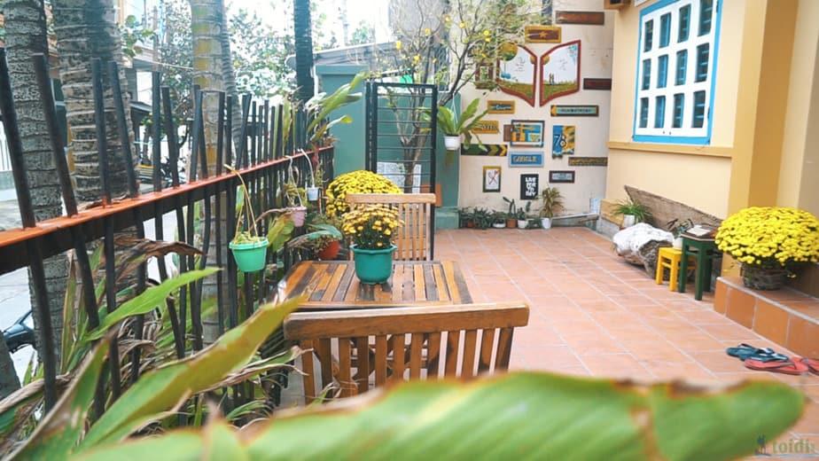 Ngoài ra, du khách vẫn có những không gian sinh hoạt chung như: phòng bếp, phòng đọc sách hay phòng khách đủ rộng rãi và đầy đủ đồ để du khách trải nghiệm mọi thứ cùng nhau.
