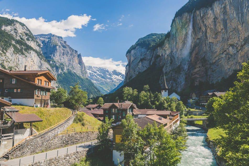 Thụy Sĩ Nổi Tiếng Về Cái Gì? Mua gì khi đi Thụy Sĩ?
